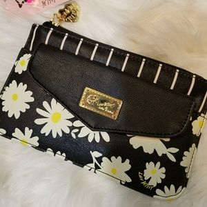 NWT Betsey Johnson Daisy Wallet Clutch Bag