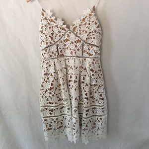 L'atiste Dresses & Skirts - Gorgeous Cream Lace Dress with Nude Lining