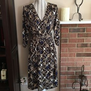 Dresses & Skirts - Wrap Style Dress 👗