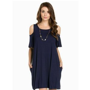 marigold & park Dresses & Skirts - 🎉HP🎉 Navy Cold-Shoulder Pocket Dress