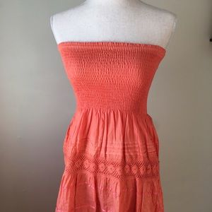 Dresses & Skirts - Strapless Coral Dress