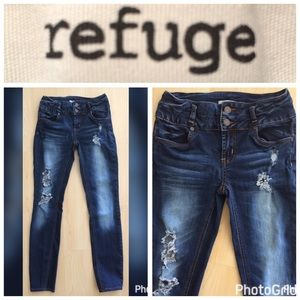 ***REFUGE*** Distressed Skinny jeans Size 2!