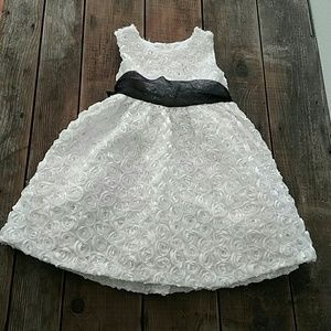 Rare Editions Other - 🐙 Rare Editions White Rosette Dress 3T