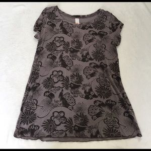 LUCY activewear tshirt size L