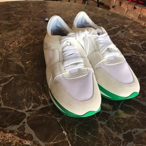 Burberry Shoes - Burberry women's fashion sneakers❗️✔️