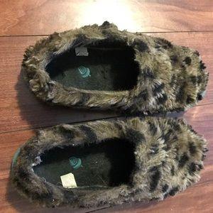 Acorn Shoes - Leopard bedroom shoes