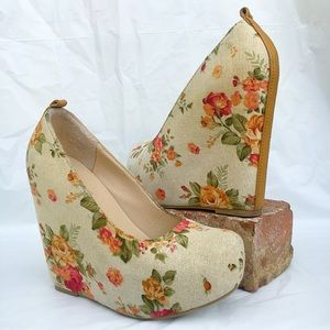 Soda Shoes - Floral wedges