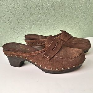 Sbicca Shoes - Sbicca Brown Suede Clogs