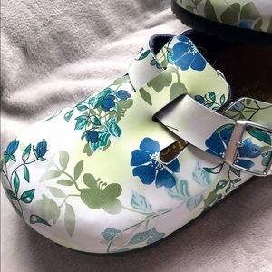 Birkenstock Shoes - Birkenstock Papillio Floral Clogs💙💚