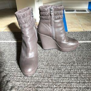 Sz 6 Pour La Victoire wedge boot.  Lightly worn.