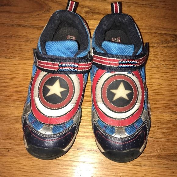 f860cde583b7f4 Stride Rite Captain America Size 3 sneakers. M 58cf18e056b2d68a5d029fad