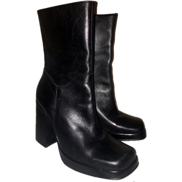 6723c99d42e 90s Steve Madden Vintage Franky Leather Ankle Boot.  M 58f069394127d0b0d502a8ee
