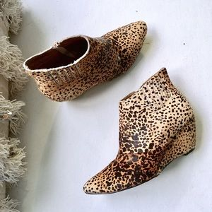 Matisse Shoes - MATISSE 🐯 Nugent Leopard Calf Hair Wedge Bootie