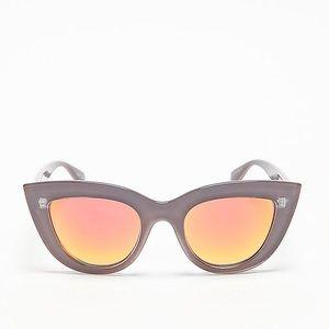 Quay Kitti Mirrored Sunglasses - Color Coffee