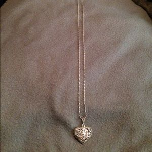 Jewelry - Silver heart pendant necklace
