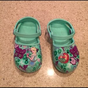 CROCS Other - Girls Frozen Little Mermaid Crocs Size 8/9