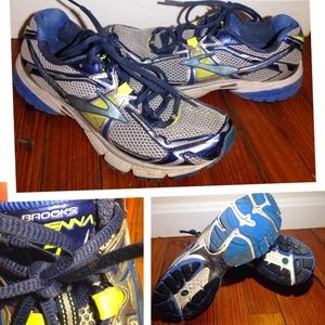Brooks Shoes - Size 9 Brooks Sneakers