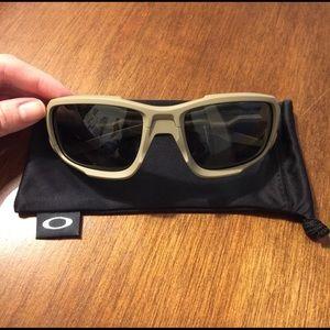 Oakley Other - Men's Oakley Shocktube sunglasses