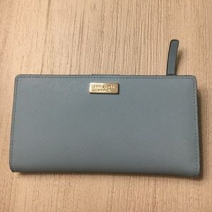 kate spade Handbags - Like new Kate Spade wallet
