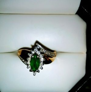 Jewelry - Vintage real Diamond and Emerald estate ring