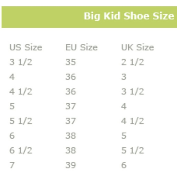 How to Determine Youth/Junior Shoe Size Simply follow these 2 steps to determine youth/junior shoe size: 1. Measure the kid's feet size. Follow instructions in our foot measurement guide to learn how. 2. Determine youth/junior shoe size by using our Children's Shoe Size Chart below. Simply use your measurements from step 1 to find the right shoe size.