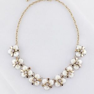 Jewelry - MULTI FLOWER BIB NECKLACE - Cream