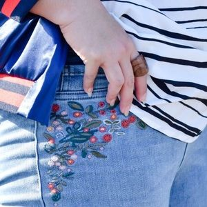 Floral Embroidered Jeggings