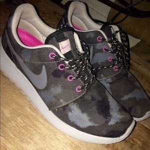 Nike Camouflage Roshe Runs. Women's size 6.5.