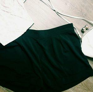 Frenchi Pants - Black flowy shorts