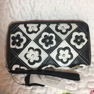 unknown Handbags - Black and white leather wallet wristlet