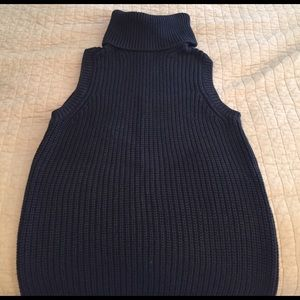 MK Turtleneck sleeveless sweater