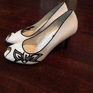 Abaete Shoes - Retro peep toe pumps
