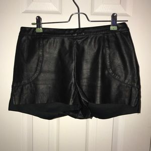 hm-moden Pants - High-waisted faux-leather shorts