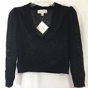 St. John Sweaters - St John size 4 NWT Cropped V Knit Sweater