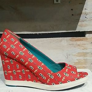 Seychelles Shoes - Most adorable wedges! Sail boat pattern :-p