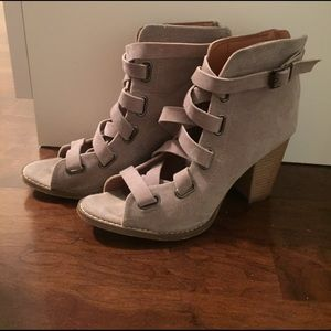 Taupe lace-up sandals with block heel. Size 6