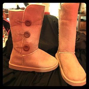 Tan fur boots