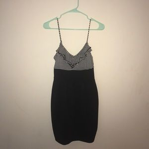 Dresses & Skirts - Ruffles top blk & white dress