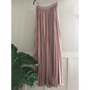 Lulu's Dresses & Skirts - Pleated Maxi Skirt