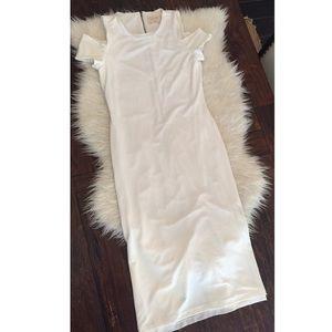 Alice + Olivia Dresses & Skirts - Alice + Olivia Air White cold shoulder dress.