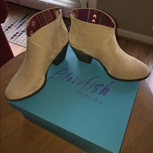 Blowfish Shoes - BNWT Tan Booties by Blowfish Size 8