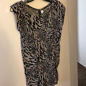 H&M Cap Sleeve animal print long waist top