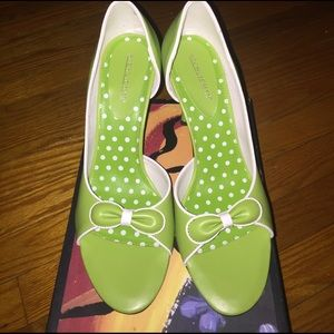 Highlights Shoes - Green Heels with White Trim and Bow