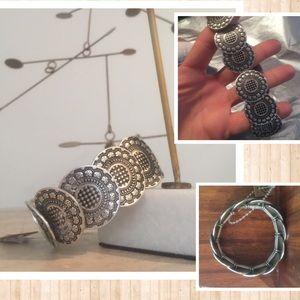 Jewelry - NEW metal medallion stretch bracelet-💚BUNDLE ITEM