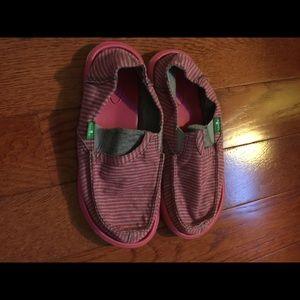 Sanuk Other - Girls Sanuk slip on loafer