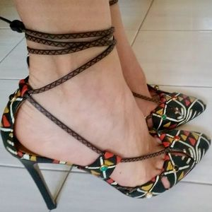 Valentino Shoes - NIB Valentino Rolling rockstud hand painted Pumps