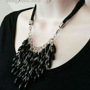 Accessory Collective Jewelry - Black beaded necklace