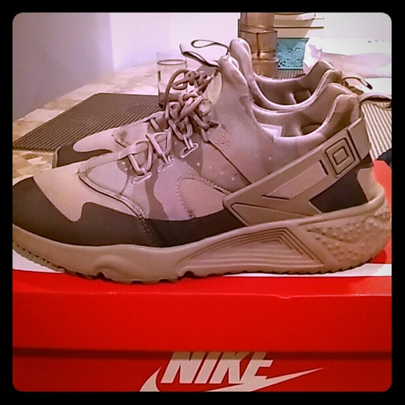 new style bb941 7ff4b Nike Air Huarache Camo. M 58d0726b713fde22d7025545