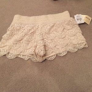 NWT white ruffled shorts