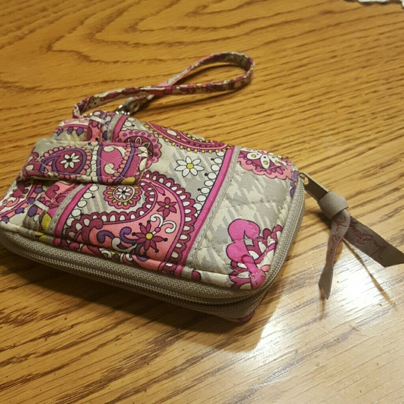 Find new and preloved Vera Bradley items at up to 70% off retail prices.